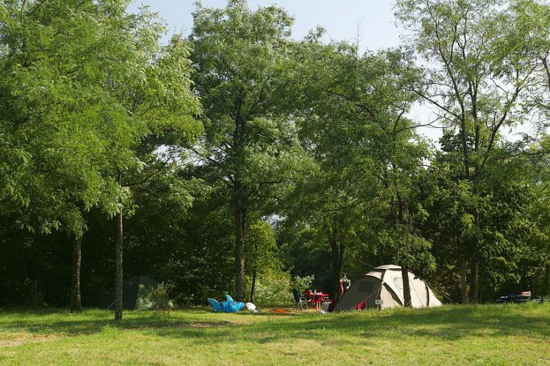 Camping le manoir de bezolle dans le parc naturel du morvan for Camping avec etang de peche et piscine