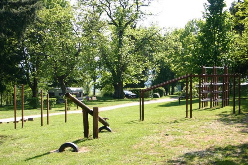 Camping aire de jeux enfants