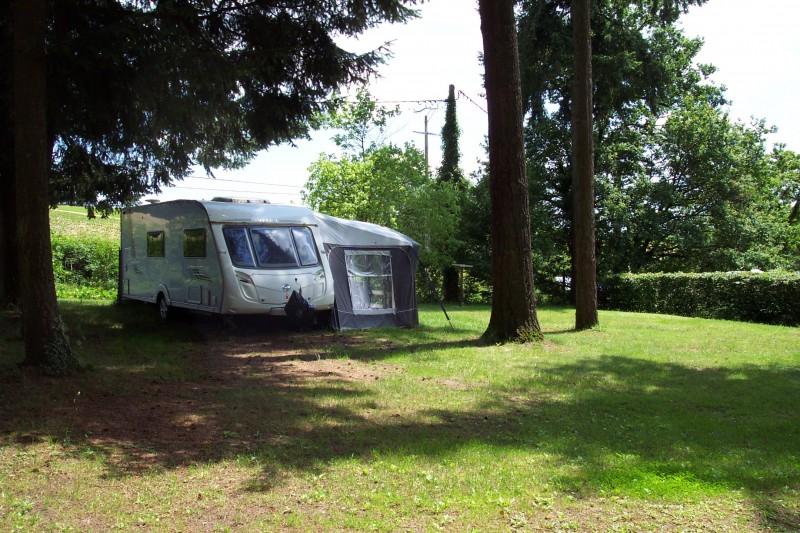 Grands emplacements sur le camping