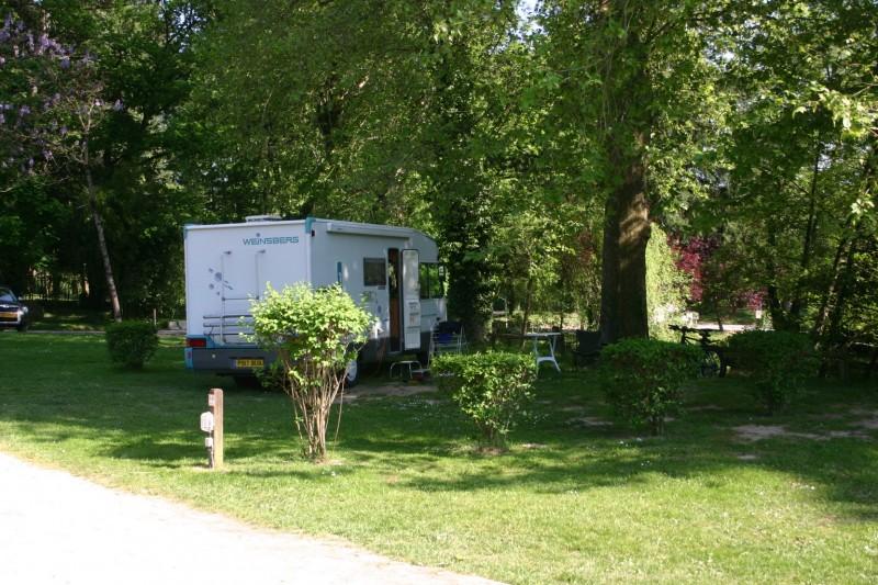 Camping avec aires d'accueil camping-car
